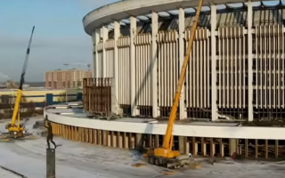 В петербурге при сносе обрушилась крыша спорткомплекса