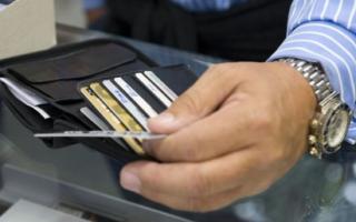 Сбербанк: безналичные расходы россиян впервые превысили наличные