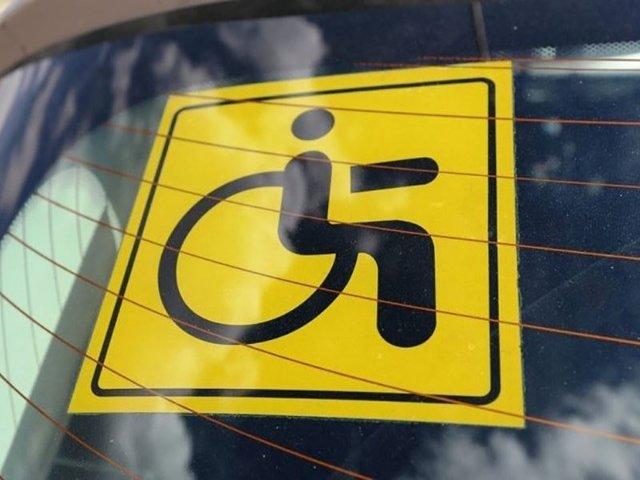 Знак инвалид на авто: кому можно устанавливать и как его получить