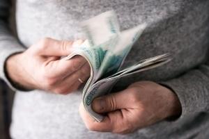 Если не платит алименты - что делать и что грозит неплательщику
