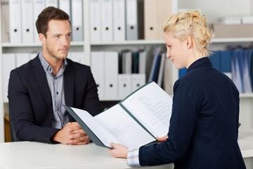 Обязан ли работодатель предоставить отпуск через полгода