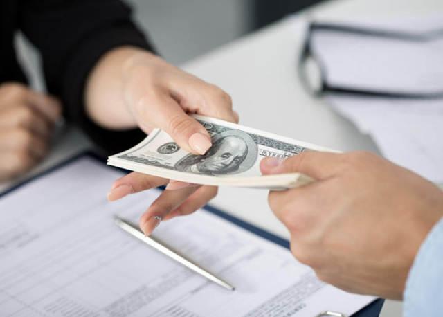 Лицо берущее деньги в долг