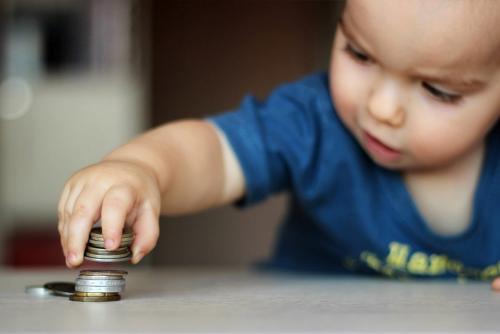 Пособие по уходу за ребенком до 3 лет в 2019 году: размер, положения закона