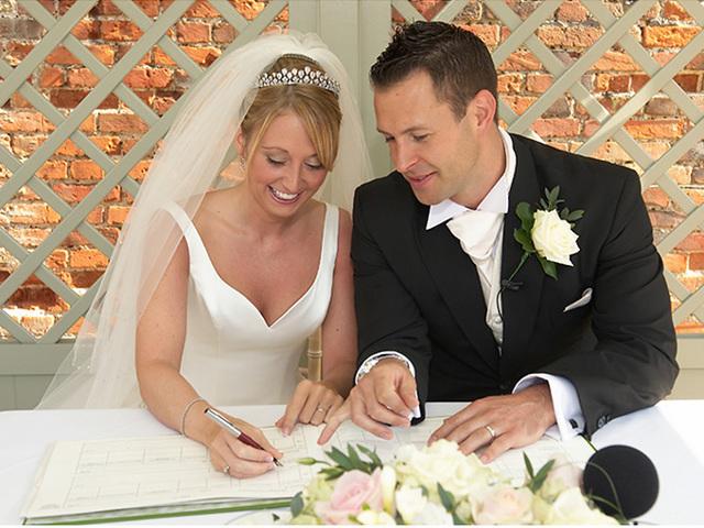 Сколько стоит подать заявление в ЗАГС для заключения брака