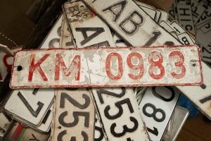 Имеет ли право подкрашивать гос номера на автомобиле