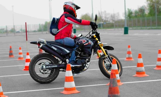 Со скольки лет можно учиться на права для авто или мотоцикла