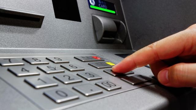 могут ли приставы снимать деньги с карты мегафон
