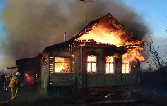 В красноярском поселке нашли убитыми трех человек