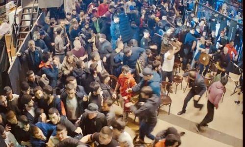 Участники турнира по ММА в Москве устроили массовую драку